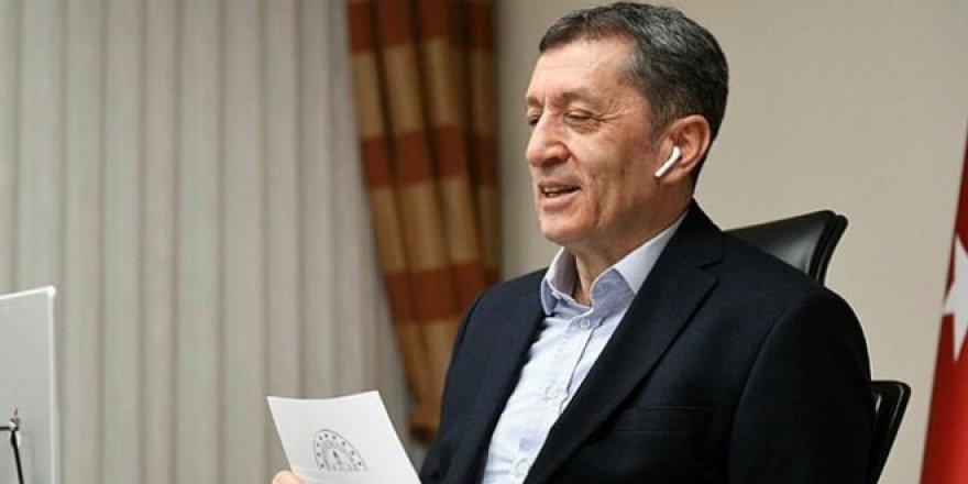 Bakan Selçuk'tan Şube Müdürü Rotasyonu Açıklaması: Seyahat yasağının olduğu bir dönemde...