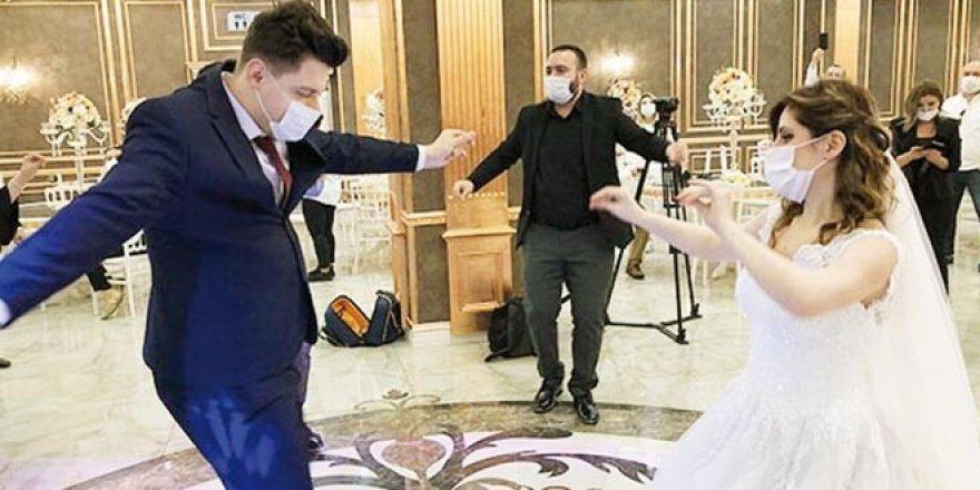Bilim Kurulu Üyesi'nden 'düğün' açıklaması