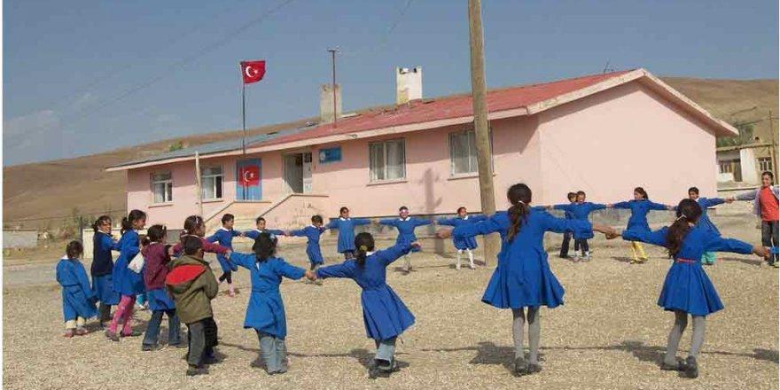 Köy öğretmeninden lojman ücreti alınması