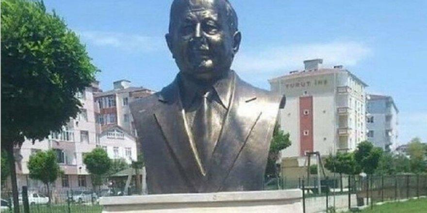 CHP'li belediyenin diktiği Erbakan'ın büstü olay oldu