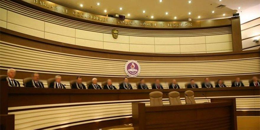 Anayasa Mahkemesi: FETÖ'den ihraç edilen avukatlık yapabilir