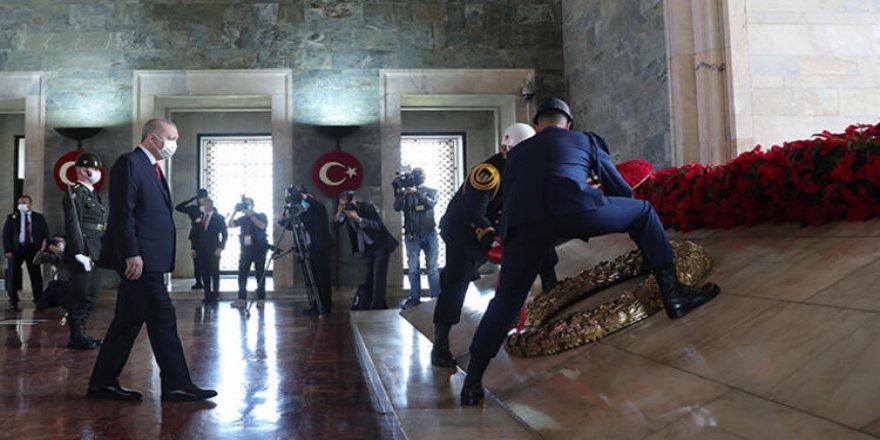 Devlet'in Zirvesi Anıtkabirde