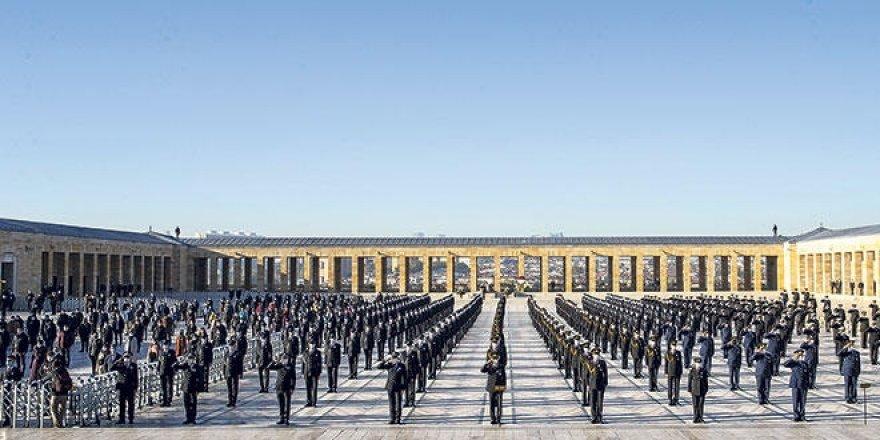 Anıtkabir'de asker ve polis öğrencilerinin 'selamlamama' tartışması