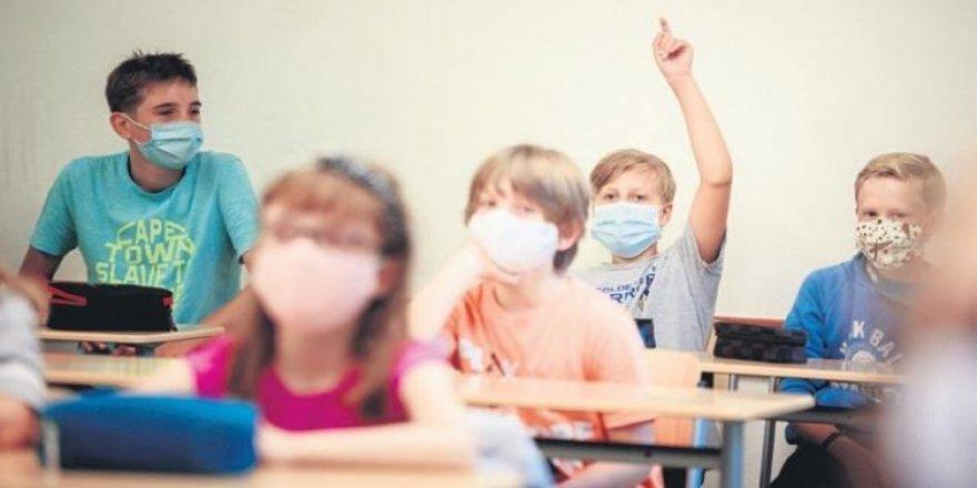 Derste maskesini burun altına indiren öğretmene 900 TL ceza verildi