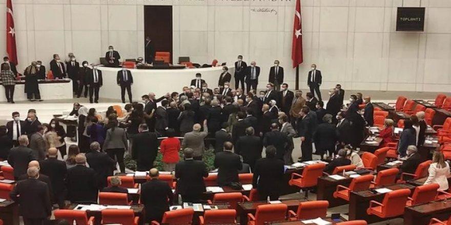 HDP ve AK Parti milletvekilleri birbirlerinin üzerine yürüdü