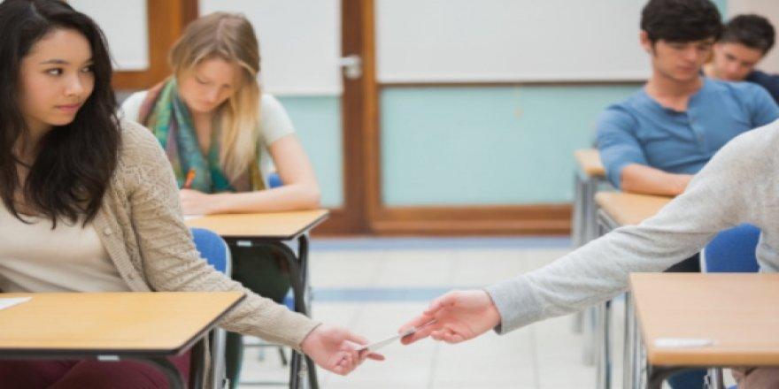 Öğrenciye kopya veren öğretmene ceza verilir mi?