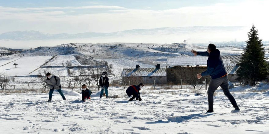 Bakan Selçuk EBA Mobil Araçta Canlı Derse Katıldı - Kar Topu Oynadı!