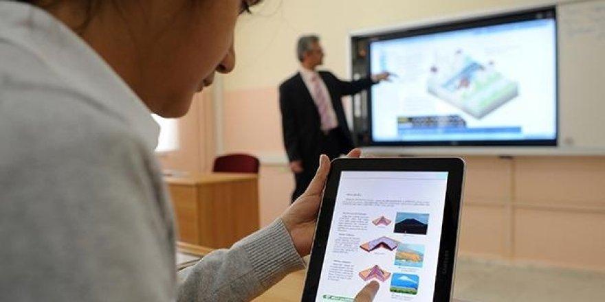 Öğrenciler, MEB'in dağıttığı tabletleri internetten satmaya başladı