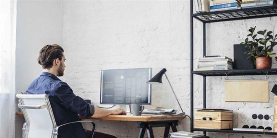Gençler, evden çalışmayı ve online eğitimi tercih etmiyor