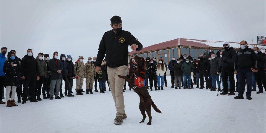 Mehmetçik, Kayak Merkezi'nde öğrenciler için etkinlik düzenledi