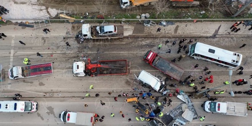 Bursa-Ankara karayolunda katliam gibi kaza: 4 ölü, 20 yaralı