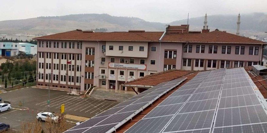 Okul çatıları güneş enerji santrallerine dönüşüyor!