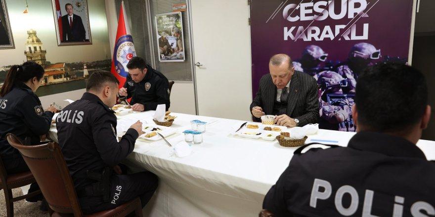 Cumhurbaşkanı Erdoğan ve Bakan Soylu Polis Merkezi'nde iftar yaptı