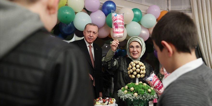 Emine Erdoğan'dan Sevgi Evlerindeki çocukları ağırladıkları iftar paylaşımı