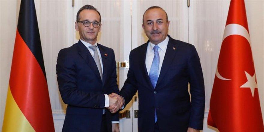 Çavuşoğlu:Turistin görebileceği herkesi Mayıs sonuna kadar aşılayacağız