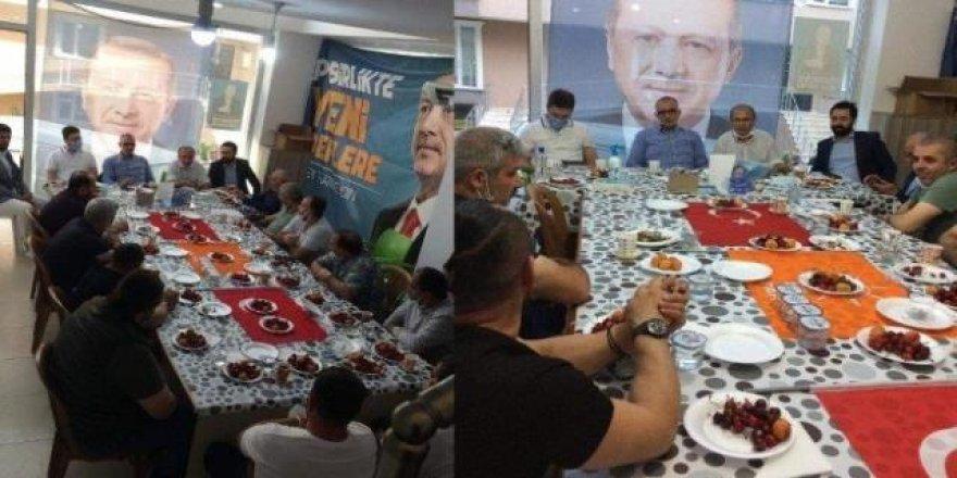 Türk Bayrağı'nı sofra bezi yaptı!