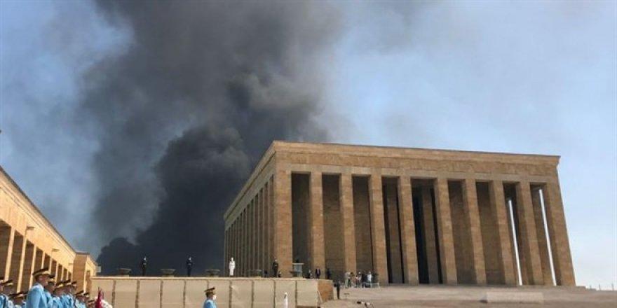 Başkent'teki yangın Anıtkabir'deki 'YAŞ' töreninden göründü