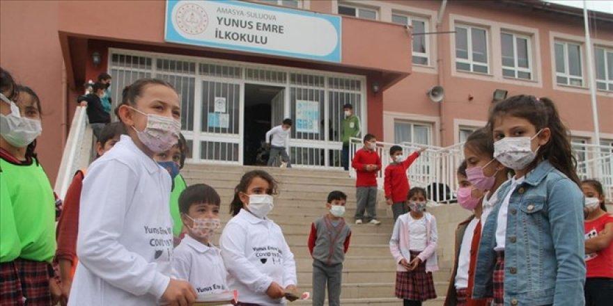 Öğrencilerden oluşan 'Kovid-19 timleri' işbaşında