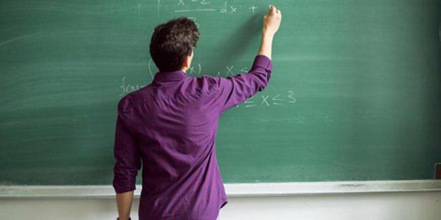 Öğretmenler düşük maaş altında eziliyor