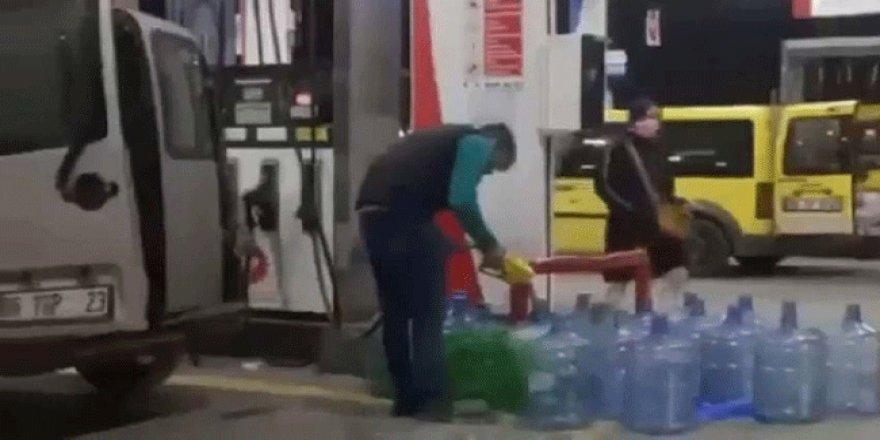 Benzin ve mazot zammını duyan kuyruğa girdi! Gece yarısı yakıt alma telaşı!