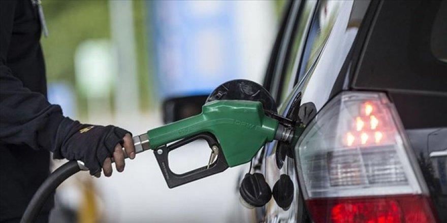 İki büyük zammın ardından benzine 25 kuruş indirim yapıldı