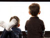 Televizyon bağımlısı çocuk narsist toplumun habercisi