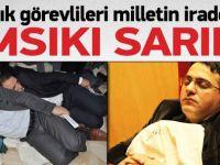 Sandık görevlileri oy çuvallarının üzerinde uyudu