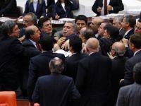 Meclis'te fotoğraf gerginliği