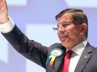 Davutoğlu yeniden genel başkan oldu
