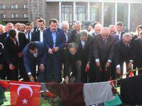 STK'lar Ankara Garı Önüne Karanfil Bıraktı