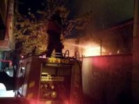 Diyarbakır'da maskeli grup okulu ateşe verdi!