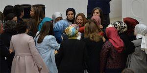 Aylin Nazlıaka Kendini Kürsüye Kelepçeledi - Kadın Vekillerin Kavgası