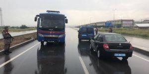 FETÖ'cüleri taşıyan cezaevi aracı kaza yaptı