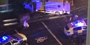 Londra'da minibüs kalabalığa daldı - Çok sayıda ölüm ve yaralı