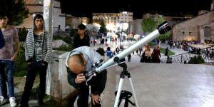 Öğretmen teleskopla para kazanıyor