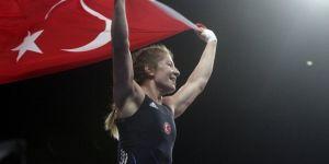 Yasemin Adar Güreşte Altın Madalya Kazanarak Tarihe Geçti