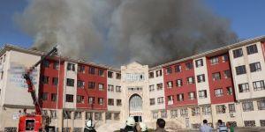 İmam Hatip Lisesi ve Yurdun Çatısı Alev Alev Yandı