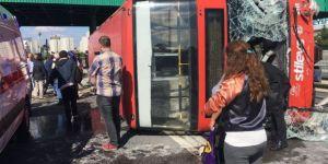 İstanbul'da halk otobüsü devrildi: 12 yaralı