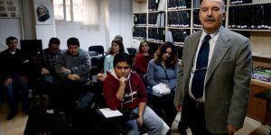 Görme engelli öğrencilerin gönüllü öğretmeni