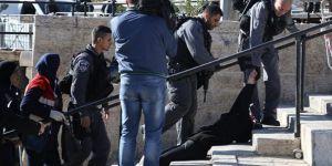 İsrail polisi Filistinli kadını yerlerde sürükledi