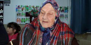 Okul sıralarıyla 92 yaşında buluştu