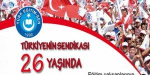 Türk Eğitim-Sen Bayrağı 26 Yıldır Şanla, Şerefle Dalgalanıyor