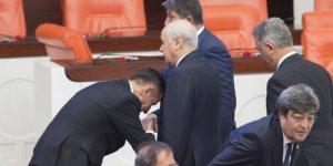 İYİ Parti'de el öpme krizi: Derhal terk etsinler