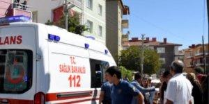 Velilerin darbettiği kadın öğretmen hastaneye kaldırıldı