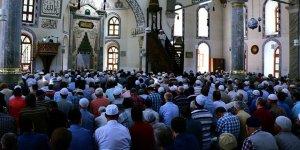Cuma hutbesinde 'cenaze adabı' uyarısı