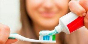 Dişler yemek öncesi mi sonrası mı fırçalanır?