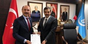 Ülkü Ocakları Genel Başkanı İmzayı Attı: Türk Eğitim-Sen'de!