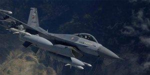 F-4 savaş uçağı inerken arızalandı. Pilotlar atlayarak kurtuldu