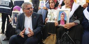 Eğitim-Bir-Sen, Diyarbakır'daki Evlat Nöbetinde Annelerin Yanında!