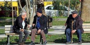 65 yaş üstüne iki saat 'yürüyüş' izni geliyor